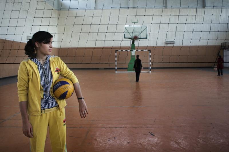 Farkhunda Arezo spielt seit Jahren Volleyball in der Nationalmannschaft der Frauen in Afghanistan.