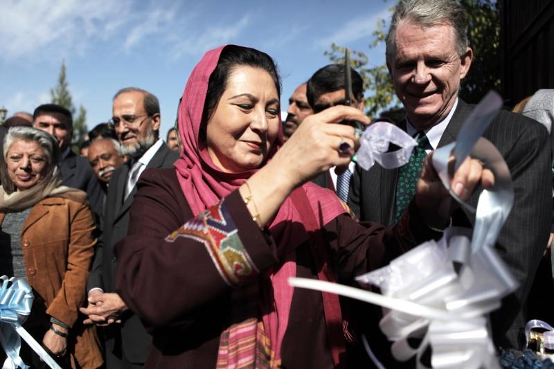 Bevor Dr. Hussn Banu Ghazanfar zur Frauenministerin ernannt wurde, war sie mehrere Jahre lang Leiterin der Fakultätfür Literaturwissenschaften in Kabul.