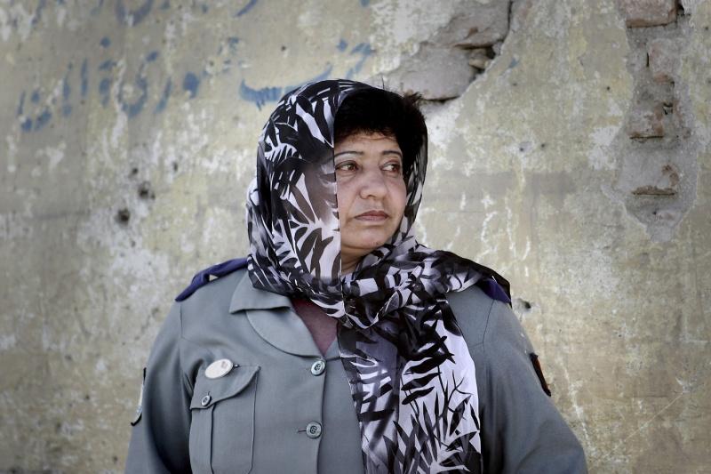 Nasima besitzt zurzeit keine Waffe. Sie macht sich daher Sorgen, wie sie mit bloßen Händen die Selbstmordattentäter von den Frauen Gartenfernhalten soll.
