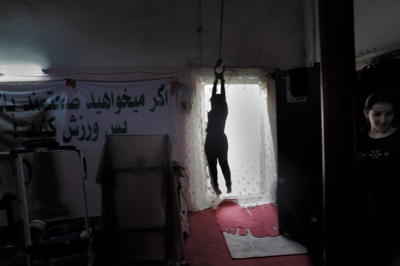 Einige dieser Frauenkommen aus sehr verschlossenen Familien. Sie brauchen die Erlaubnis ihrer Männer, um dort überhaupt rein zu dürfen. Viele sind aufgrund ihres Bewegungsmangels krank.