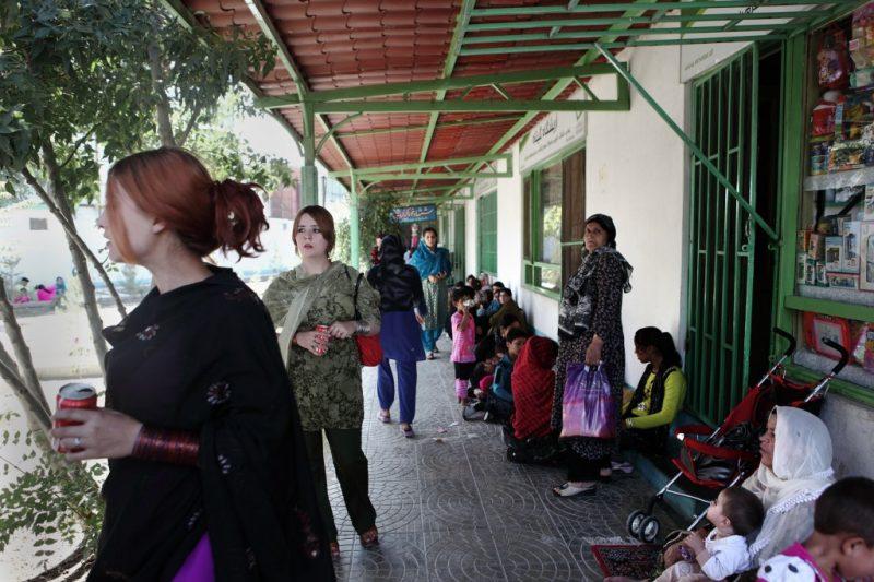 Der Garten beinhaltet eine Moschee, einen Fitnessraum, Sportanlagen und verschiedene Shops von Frauen für Frauen.